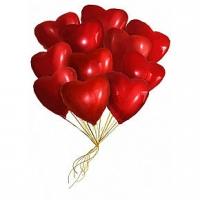 11 фольгированных шаров Состав: 11 фольгированных шаров, наполненных гелием, в форме сердец.