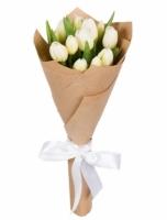 11 белых тюльпанов Состав букета: тюльпан белый-11 шт Оформление: бумага Возможен постор букета в любой другой цветовой гамме.