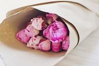 9 розовых пионов Состав букета: пионы розовые- 9 шт Оформление: бумага флористическая Размер:50 см