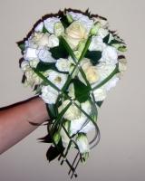 Букет невесты № 42 Состав букета: роза- 9 шт, эустома- 3 шт, зелень, партбукетник. Бутоньерка для жениха в подарок. Цветовую гамму и состав букета можно изменить по Вашему усмотрению.