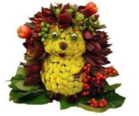 Ежик 2 Состав: хризантема - 20 веток, левкодендрон - 20 веток, оазис, флористический декор, зелень. Размер: 40 см.