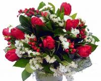 Амур Состав букета: 9 тюльпанов, гиперикум- 5 веток, статица белая- 5 веток, зелень.