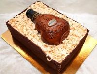 Торт Hennessy Вес торта: 6 кг Заказывать торт необходимо за 3- 4 дня до момента доставки! Доставка торта возможна только по Киеву и области. Выберите начинку для торта: ФруктовыйНежный ванильный бисквит, пропитанный сахарным сиропом. Крем из натуральных, взбитых сливок с кусочками фруктов (персик, киви, ананас, груша, вишня, ягоды по сезону). Шоколадно-вишневыйШоколадный бисквит, пропитанный вишневым сиропом (по желанию с коньяком), взбитые сливки с вишней и кусочками шоколада. СметанникШоколадный и ванильный бисквит, сметанный крем (по желанию с добавлением орехов и кусочками шоколада). ЛакомкаТрадиционный белый бисквит, пропитанные карамельным сиропом, нежный крем из взбитых сливок с добавлением сгущенки-ириски с вишней. Птичье молоко Нежный бисквит(ванильный или шоколадный, на выбор), пропитанный ванильным сиропом. Крем— суфле птичье молоко скусочками белого ичерного шоколада. Золотой ключик Ореховый бисквит, пропитанный кофейным сиропом, крем на основе вареной сгущенки с жаренными грецкими орехами. ТрюфельныйШоколадный бисквит с кусочками шоколада, ромовая пропитка, шоколадно трюфельный крем с кусочками шоколада. Медовик Тонкие медовые коржи, сметанный крем, чернослив, курага и грецкий орех. (Можно без сухофруктов или на выбор).