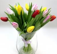 Букет 15 тюльпанов Состав: тюльпан разноцветный- 15 шт Оформление: лента