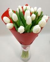 Букет 17 белых тюльпанов