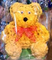 Мишка Состав: хризантема кустовая- 50 шт, оазис. Размер: 40 см. Оригинальная композиция из хризантем в форме мишки — удивительный и необычный подарок к любому празднику.