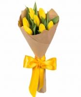 Букет 7 желтых тюльпанов Состав букета: тюльпан желтый - 7 шт Оформление: бумага Размер: 50 см