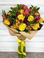 Фиеста Состав:  роза желтая- 9 шт альстромерия микс- 15 веток Оформление: бумага