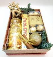 Коробка 4 Состав: чай Хейлс в банке 50г таблерон шоколад ферреро роше 200г новогодний олень шарик корица шишки ветки ели