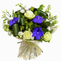 Мадонна Состав букета: эустома- 10 веток, роза- 5 шт, орхидея- 4 шт, зелень. Универсальный, нежный и миленький букетик к любому торжеству.
