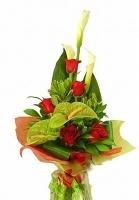 Роскошь Состав букета: калла белая- 3 шт, роза красная- 5 шт, антуриум зеленый- 2 шт, флористическая зелень. Оригинальный и строгий букет из калл, роз и антуриума идеален как для милой леди, так и для делового мужчины.