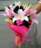 Для тебя Состав корзины: роза - 10 шт, лилия- 2 ветки, зелень.Нежный и роматичный букет для самой милой и самой любимой.