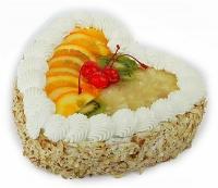 """Торт """"Фруктовое сердце"""" Торт Фруктовое серце будет прекрасным дополнением к букету цветов. Он без слов расскажет о Ваших самых нежных чувствах. Такое лакомство будет настоящим сюрпризом как для любимой девушки так и на Дне рождения, приятно удивит своим нежным вкусом и разнообразным множеством фруктов. Вес торта: 1 кг."""