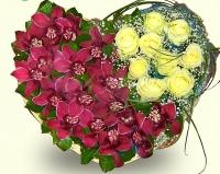 Полет фантазий Состав:орхидея Цимбидиум, роза белая- 9 шт, гипсофила, зелень, форма-оазис. Размер: 35 х 35 см. По Вашему усмотрению, цветовая гамма, а также цветочный состав композиции может изменяться.