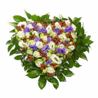 Мое любящее сердце Состав:роза - 5 шт, эустома белая- 10 шт, эустома фиолетовая- 5 веток, гиперикум- 10 веток, зелень. По Вашему усмотрению, цветовая гамма, а также цветочный состав композиции может изменяться.