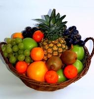 Подарочная корзина № 12 Состав корзины:ананас- 1кг, виноград- 1 грона, апельсин- 1 кг, киви- 5 шт, яблоко- 1 кг, мандарины- 1 кг. Ассортимент корзинки  и колличество наполнения можно изменить по Вашему усмотрению. Подарив такой подарок, вы доставите огромное удовольствие его обладателю.