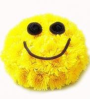 Смайл Состав композиции: ромашковая хризантема- 10 шт. Размер:28 см. Такой смайлик обязательно заставит улыбнуться Вашего дорогого и любимого человека. Цветовую гамму и состав композиции можно изменить по Вашему усмотрению.