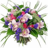 Прикоснись к искусству Состав букета: орхидея- 7 шт, роза- 5 шт, статица- 5 веток, трахелиум- 3 шт, аспидистра, зелень. Букет полон романтики и любви. Подарите свою любовь и уважение родным и близким.