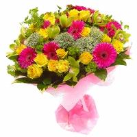 Воспоминания о лете Состав букета: гербера- 11 шт, роза желтая- 15 шт, орхидея- 9 шт, трахелиум- 5 шт, зелень. Солнечный и яркий букетик приятно напомнит о теплом лете, о Вашей заботе и любви.