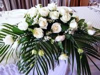 Снежная королева Состав: роза- 15 шт, эустома- 3 ветки, аспидистра, феникс, зелень.