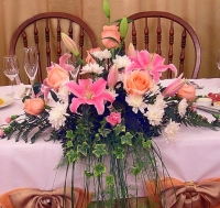 Очарование природы Состав: лилия- 2 ветки, хризантема- 3 ветки, роза- 5 шт, гвоздика кустовая- 5 шт, зелень.
