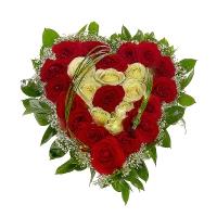 Сердце Валентина Состав: роза белая- 8 шт, роза красная- 19 шт, гипсофила, зелень, оазис. Размер: диаметр 30 см.