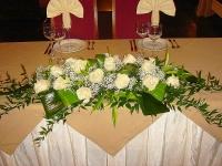 Розы на снегу Состав: роза - 15 шт, зелень, гипсофила.