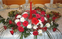 Композиция 31 Состав: роза красная- 19 шт, хризантема- 5 веток, гипсофила, зелень.
