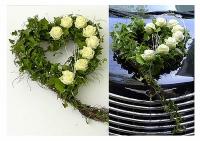 Композиция 22 Состав: роза- 9 шт, зелень, форма- оазис. Размер: 40 х 40 см.