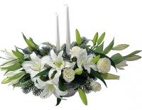 Ангельские крылья Состав: лилия- 5 веток, роза - 7 шт, елочные ветки. Размер:60 см.