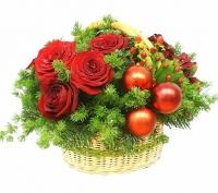 Метелица Состав: роза - 9 шт, гиперикум- 5 веток, декор, зелень, корзина. Размер: 35 см.