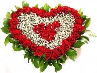 Сердце ангела Состав: роза- 35 шт, гипсофила, зелень, сердце-оазис. Размер: 50 см.