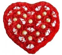 Сердце из конфет Состав: конфеты Raffaello- 15 шт, конфеты Ferrero Rocher- 16 шт. Размер: 38 х 38 х 5 см.