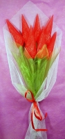 Тюльпаны из конфет Состав: конфеты Ангаже Рошен- 7 шт. Минимальный заказ- 5 букетов.