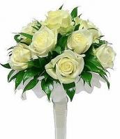 Букет невесты № 338 Состав букета: роза- 11 шт, зелень, портбукетник. Бутоньерка для жениха в подарок!
