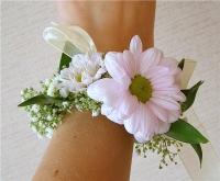 Белая ромашка Состав: хризантема белая, гипсофила, зелень.