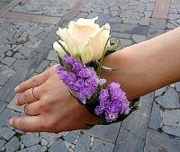 Браслет лиловый Состав: статица, роза- 1 шт, зелень.
