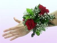 Розочки красные Состав: роза красная- 3 шт, гипсофила, зелень.