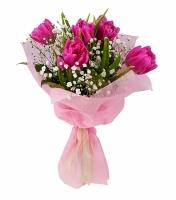 Любовный роман Состав букета: тюльпан- 5 шт гипсофила- 2 ветки Оформление: флизелин