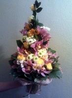 Искреннее чувство Состав букета: роза- 10 шт, хризантема- 5 веток, орхидея цимбидиум большая- 1 ветка, альстромерия- 10 шт, зелень. Размер: 60 см.