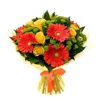 Анжелика Состав букета: роза- 9 шт, гербера- 5 шт, хризантема зеленая- 5 веток. Размер: 60 см. Оформление: сетка флористическая.