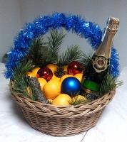 Мандаринки Состав: мандарины- 3 кг, шампанское Советское Киевское- 1 бут, новогодний декор, корзина.