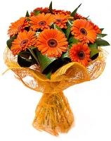 Оранжевое небо Состав: гербера- 11 шт, зелень. Оформление: сетка флористическая.
