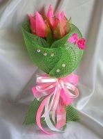 Тюльпаны розовые Состав: конфеты Ангаже Roshen- 7 шт, оформление, декор. Цветовая гамма возможна разнообразная. Минимальный заказ- 5 букетов.