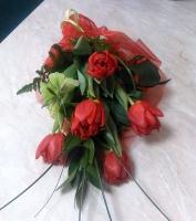 Весенний лучик Состав: тюльпан- 5 шт, зелень, декор. Размер: 50 см. Цветовая гамма разнообразная.