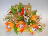 Сундучок сладостей Состав: Kinder шоколад- 15 шт, Kinder яйцо- 4 шт, декор, сундук.