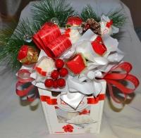 Новогодние конфеты Состав:конфеты Raffaello- 18 шт конфеты Белиссимо- 5 шт, новгодний декор