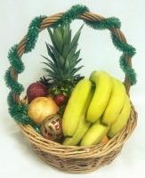 Корзина Волшебная ночь Состав: ананас- 1 шт, гранат- 1 шт, бананы- 1 кг, мандарины- 1 кг, киви- 5 шт, новогодний декор Размер: 30 см