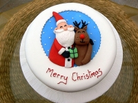 Торт Счастливого рождества Вес торта: 3 кг Заказывать торт необходимо за 3- 4 дня до момента доставки! Доставка торта возможна только по Киеву и области. Выберите начинку для торта: ФруктовыйНежный ванильный бисквит, пропитанный сахарным сиропом. Крем из натуральных, взбитых сливок с кусочками фруктов (персик, киви, ананас, груша, вишня, ягоды по сезону). Шоколадно-вишневыйШоколадный бисквит, пропитанный вишневым сиропом (по желанию с коньяком), взбитые сливки с вишней и кусочками шоколада. СметанникШоколадный и ванильный бисквит, сметанный крем (по желанию с добавлением орехов и кусочками шоколада). ЛакомкаТрадиционный белый бисквит, пропитанные карамельным сиропом, нежный крем из взбитых сливок с добавлением сгущенки-ириски с вишней. Птичье молоко Нежный бисквит(ванильный или шоколадный, на выбор), пропитанный ванильным сиропом. Крем— суфле птичье молоко скусочками белого ичерного шоколада. Золотой ключик Ореховый бисквит, пропитанный кофейным сиропом, крем на основе вареной сгущенки с жаренными грецкими орехами. ТрюфельныйШоколадный бисквит с кусочками шоколада, ромовая пропитка, шоколадно трюфельный крем с кусочками шоколада. Медовик Тонкие медовые коржи, сметанный крем, чернослив, курага игрецкий орех. (Можно без сухофруктов или на выбор).