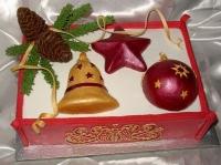 Торт Коробочка с игрушками Вес торта: 3 кг Заказывать торт необходимо за 3- 4 дня до момента доставки! Доставка торта возможна только по Киеву и области. Выберите начинку для торта: ФруктовыйНежный ванильный бисквит, пропитанный сахарным сиропом. Крем из натуральных, взбитых сливок с кусочками фруктов (персик, киви, ананас, груша, вишня, ягоды по сезону). Шоколадно-вишневыйШоколадный бисквит, пропитанный вишневым сиропом (по желанию с коньяком), взбитые сливки с вишней и кусочками шоколада. СметанникШоколадный и ванильный бисквит, сметанный крем (по желанию с добавлением орехов и кусочками шоколада). ЛакомкаТрадиционный белый бисквит, пропитанные карамельным сиропом, нежный крем из взбитых сливок с добавлением сгущенки-ириски с вишней. Птичье молоко Нежный бисквит(ванильный или шоколадный, на выбор), пропитанный ванильным сиропом. Крем— суфле птичье молоко скусочками белого ичерного шоколада. Золотой ключик Ореховый бисквит, пропитанный кофейным сиропом, крем на основе вареной сгущенки с жаренными грецкими орехами. ТрюфельныйШоколадный бисквит с кусочками шоколада, ромовая пропитка, шоколадно трюфельный крем с кусочками шоколада. Медовик Тонкие медовые коржи, сметанный крем, чернослив, курага игрецкий орех. (Можно без сухофруктов или на выбор).